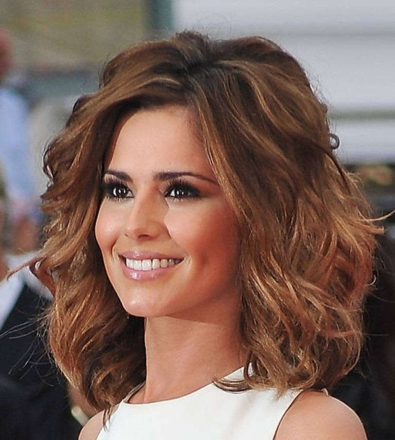 Stars Hairstyles Medium Length for round face