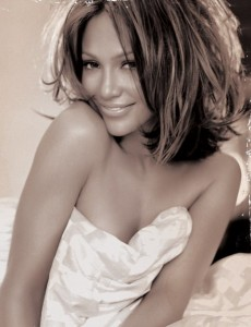 Jennifer-Lopez-Hairstyles-Sassy-Medium-Wavy-Haircut