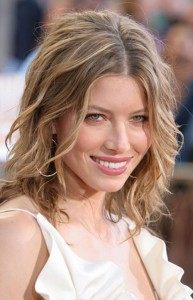 Celebrity-Short-to-Medium-Length-Wavy-Hairstyles-Image